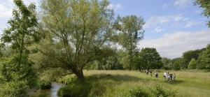 Geul-geuldal-wandelaars-rivier-zuid-limburg-NAMO50246